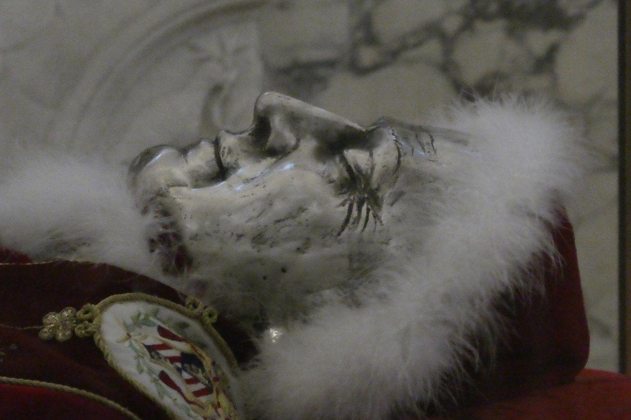 Tumba del Papa Pio IX, Basílica de San Lorenzo Extramuros, Roma.